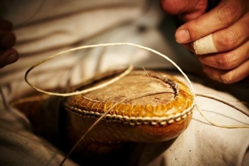 Berluti 男鞋的缝制过程。