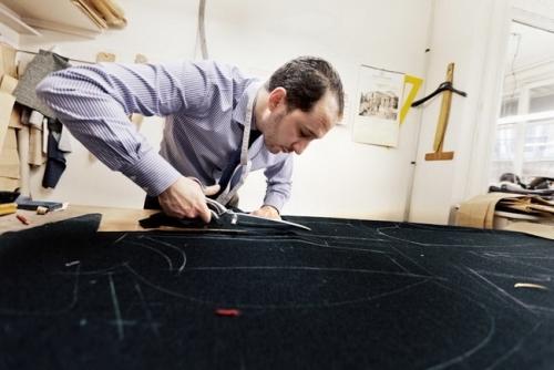 Berluti 男装的裁剪制作过程。
