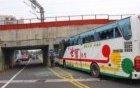 载大陆游客大巴在台湾出车祸