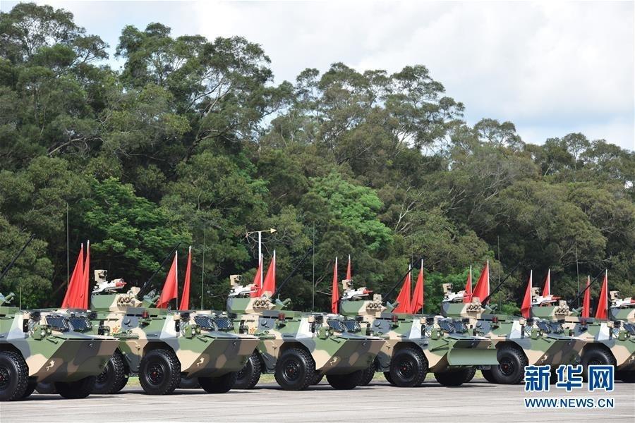 6月30日,中共中央总书记、国家主席、中央军委主席习近平在香港石岗军营检阅中国人民解放军驻香港部队。这是准备接受检阅的驻港部队车辆。新华社记者 吕小炜 摄