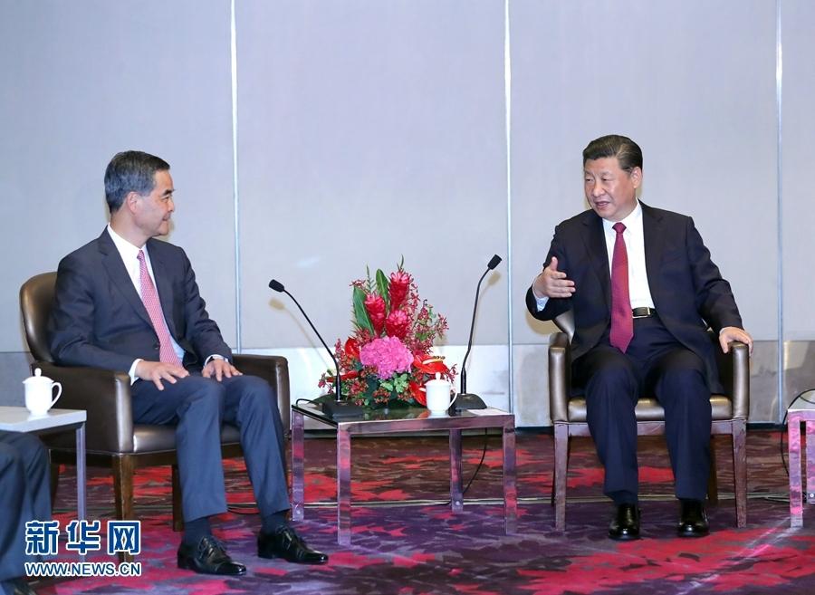 6月29日中午,国家主席习近平在香港会见香港特别行政区行政长官梁振英。新华社记者 鞠鹏 摄