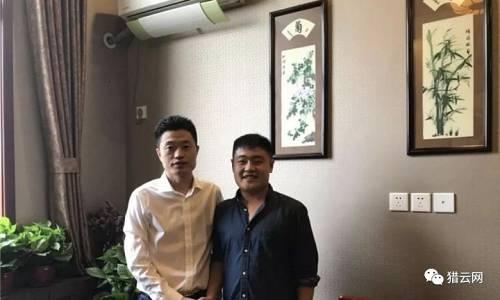 前酷骑单车CEO高唯伟(左)与猎云网记者合影