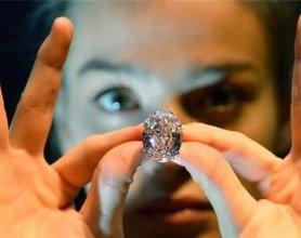 世界最大浓彩粉钻拍卖 估价近两亿元