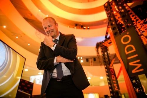 """瑞士美度表全球总裁mr. franz linder先生在""""灵感源于建筑"""" 限量款腕表上市盛典现场,图片来源MIDO。"""