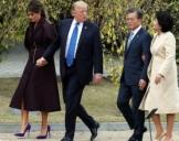 韩美总统夫妇在青瓦台散步