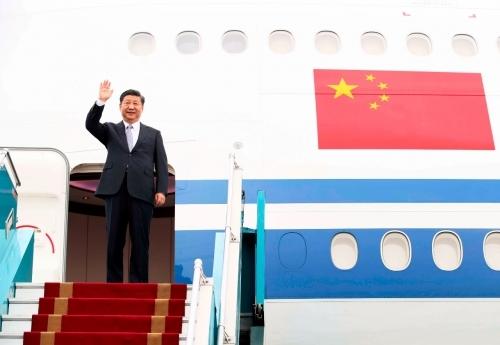 11月12日,中共中央总书记、国家主席习近平抵达河内,开始对越南社会主义共和国进行国事访问。新华社记者兰红光摄