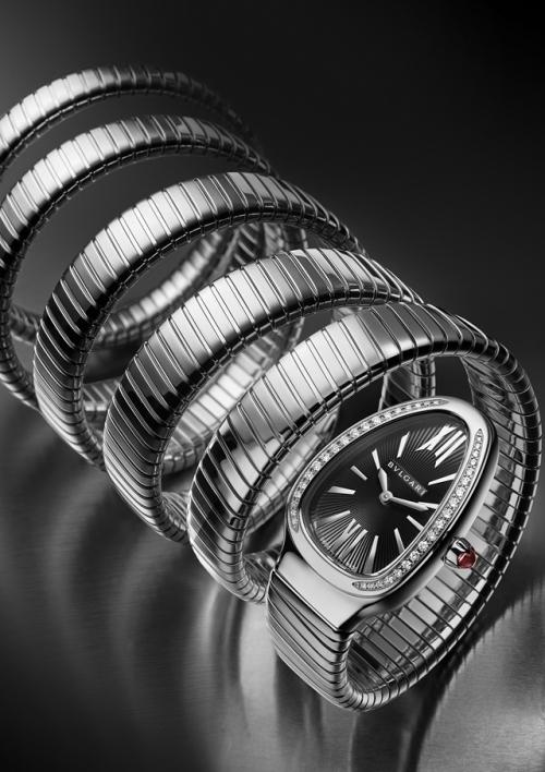 五圈环绕Serpenti Tubogas腕表,图片来源宝格丽。