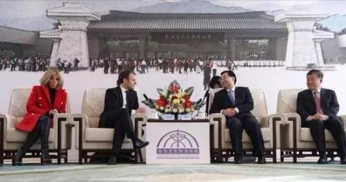 △陕西省委书记胡和平会见马克龙(右一为陈竺)