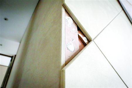 业主将室内装饰板材送检后,发现甲醛含量明显超标。 /晨报记者 张佳琪