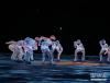 """2月25日,2018年平昌冬奥会闭幕式在平昌奥林匹克体育场举行。 图为闭幕式上的""""北京八分钟""""文艺表演。 新华社记者白雪飞摄"""