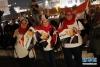 4月2日,在埃及首都开罗解放广场,支持者庆祝塞西获得连任。 新华社发(艾哈迈德·戈马 摄)