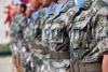 """4月6日,在黎巴嫩南部辛尼亚村的中国赴黎维和部队多功能工兵分队营区,中国维和官兵佩戴上联合国""""和平荣誉勋章""""。"""