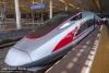 """4月9日,一列""""复兴号""""动车组停靠在南京南站。"""