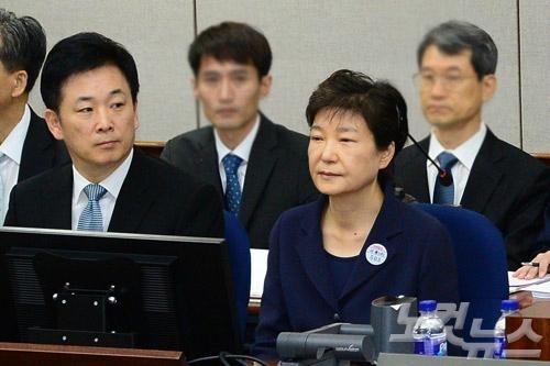 亲信干政案,柳荣夏为朴槿惠辩护