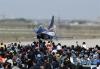 4月15日,在第三个全民国家安全教育日开放训练中,空军八一飞行表演队歼-10飞机滑出向民众致意。新华社发(刘川 摄)