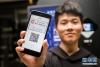 """4月17日,在杭州睿沃智慧酒店,旅客体验使用""""电子身份证""""办理酒店入住。"""