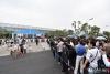 4月22日,馆外排队等待入场的观众。(人民网记者 翁奇羽 摄)