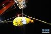 """科考队员将深潜归来的""""潜龙三号""""回收至母船(4月22日摄)。"""
