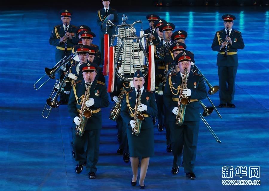 4月24日,俄罗斯联邦东部军区军乐团在军乐节开幕式上表演。