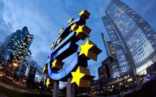 本次的欧洲央行政策会会议备受期待。尽管事先知道央行已按兵不动,但欧洲央行在3月暗示,它有望在2018年底前结束其刺激计划,令市场感到意外,市场原本期望德拉基将在记者会上给出更多线索。德拉基表示,尽管欧元区的通胀数据已被抑制,但他仍对通胀与央行接近但低于2%的目标保持信心。德拉基还重申,在全球增长的推动下,经济增料将稳固、广泛增长。