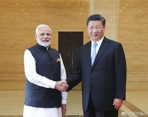 4月27日下午,国家主席习近平同来华进行非正式会晤的印度总理莫迪在湖北省博物馆参观精品文物展。 图片来自:新华网