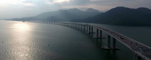 一衣带水,联结粤港澳大湾区的港珠澳大桥