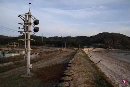 ▲图为位于韩朝边界的扩音喊话设备。韩媒称,有迹象显示朝鲜开始拆除扩音设备。(新加坡《联合早报》)