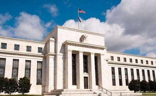 """彭博报道认为,美联储称通胀目标""""对称""""值得一提,这种方式让联储官员能证明,即使通胀在一段时间内略高于2%,也有理由缓慢地稳步加息。"""