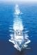 航行中的辽宁舰劈波斩浪。