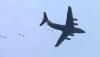 中国空军大型运输机运-20与空降兵部队联合开展空降空投训练(资料照片)。
