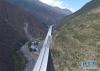 这是修建中的汶马高速(5月7日无人机拍摄)。