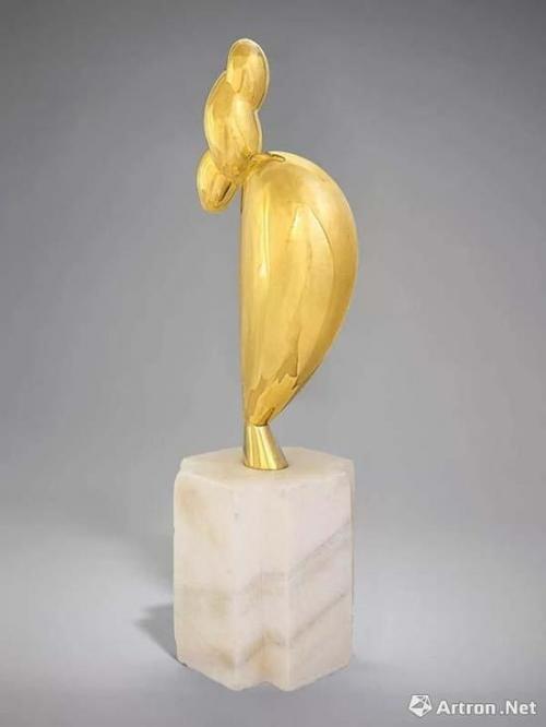康斯坦丁·布朗库西(1876-1957) 《少女的风姿(南希·库纳德)》 高:55.1 cm 80 cm(连底座) 1928年构思,1932年铸造 独版