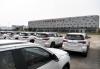 停放在广西钦州保税港区国际汽车城外的到岸进口整车(2017年4月13日摄)。新华社记者 申宏 摄