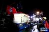 """5月19日晚,""""深海勇士""""号在""""探索一号""""母船准备夜潜。"""