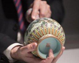 法国巴黎即将拍卖罕见乾隆花瓶