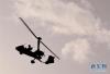 5月24日,航空运动爱好者在进行飞行表演。 新华社记者李安 摄