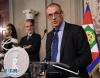 5月28日,在意大利罗马,被任命为候任总理的卡洛·科塔雷利(右)出席新闻发布会。