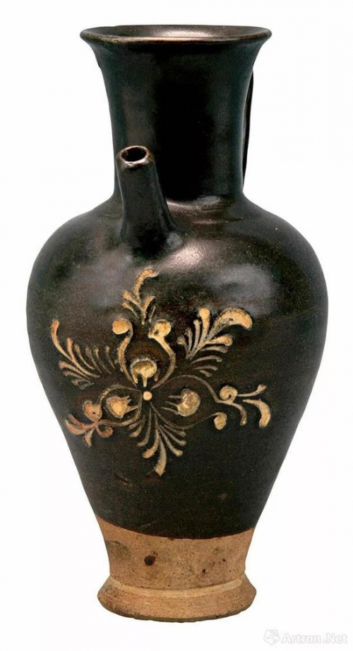 唐黄堡窑黑釉剔花填白花卉纹执壶