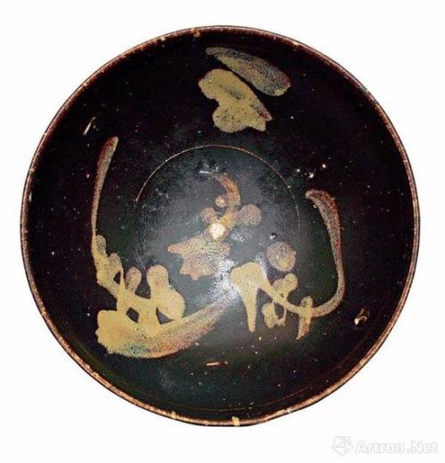 南宋吉州窑黑釉彩绘月影梅纹碗