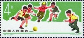 """图7 少年儿童体育运动》特种邮票的第一枚为""""踢小足球""""_b"""