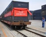 """首趟""""公路转铁路""""进京建筑材料列车抵京"""