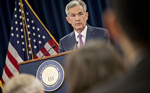 """美联储主席鲍威尔在记者会上表示:""""经济表现非常好""""。"""