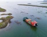 鄱阳湖结束禁渔期 渔民入湖捕捞满载而归