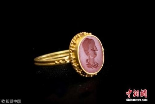 这批戒指将于6月28日在德比郡汉森拍卖行拍卖。图片来源:视觉中国
