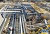 6月24日,工人在华北石化千万吨炼油升级改造项目现场作业。