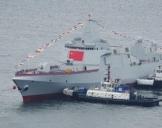 中国2艘055型万吨级驱逐舰在大连同时下水