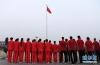 7月4日,中国女排成员在升国旗仪式现场。
