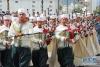7月5日,在阿尔及利亚首都阿尔及尔,人们参加游行庆祝国家独立56周年。
