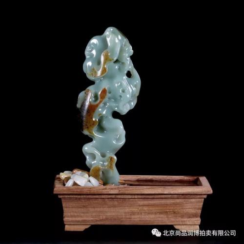 02786号拍品 王自浩 新疆和田玉沙枣青籽料太湖石 起拍价:RMB 80000(和田式拍卖)