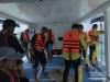 7月8日,在泰国普吉,来自民间的公羊救援队和普吉蓝海救援队成员准备参与救援。